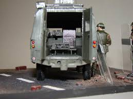 land rover psni armorama a rainy day in belfast landrover vpk piglet