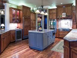 Kitchen Cabinet Crown Molding by Kitchen Cabinet Crown Molding Kitchen Traditional With Backsplash