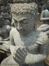 fontaine en pierre naturelle statue jardin zen bouddha assis en pierre naturelle en prière 83cm