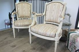 retapisser un canapé tissu ameublement fauteuil moderne unique le tapissier d ameublement