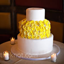 yellow wedding cakes a wedding with a touch of the sun