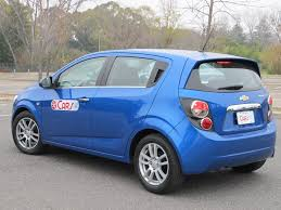 Famosos TEST DRIVE: Chevrolet Sonic Sedán MT/Hatch AT - Cars #VM61