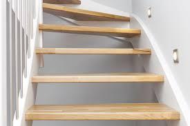 treppe aufarbeiten holztreppe sanieren was kostet es myhammer preisradar
