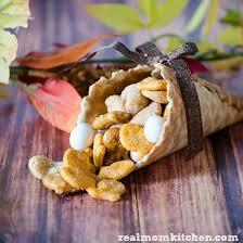 simple thanksgiving table decor and mini cornucopia snacks real