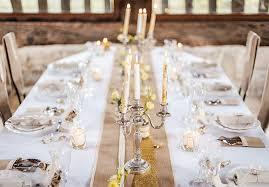 chemin de table mariage chemin de table en jute bordure dentelle mariage chêtre