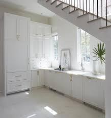 escalier entre cuisine et salon cuisine ouverte sur le salon 9 idées d aménagement originales