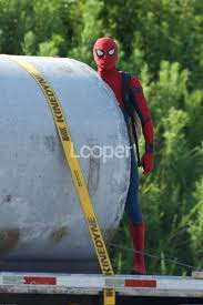 spider man catches thief spider man homecoming pics