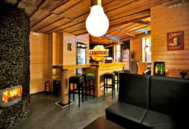 Wohnzimmer Bar Berlin Fnungszeiten Reichlich Holz In Der Hütte Die Neue U201etimber U201c Bar Am Lavesplatz