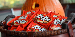 9 expert tips for eating halloween candy mindfully huffpost