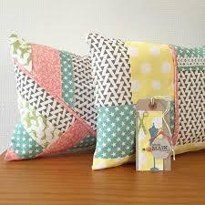 coussins originaux canapé couture des coussins façon patchwork kesi le