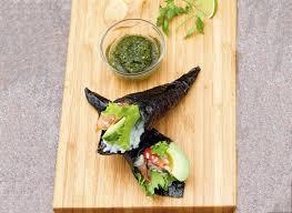 cuisiner crabe comment préparer des témaki au crabe japonais recette