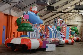 detroit thanksgiving day parade tickets the parade co unveils new float with 16 foot tall model of gm