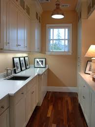 Small Laundry Room Decorating Ideas by 7 Stylish Laundry Room Decor Ideas Hgtv U0027s Decorating U0026 Design