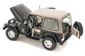 jeep sahara maisto 1 18 scale jeep wrangler sahara edition model toy quadratec