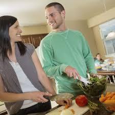 l amour dans la cuisine sondage les français préfèrent cuisiner que faire l amour