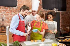 cours de cuisine en groupe cours de cuisine culinaire nourriture et les gens notion