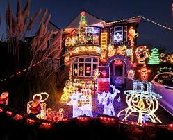 the biggest and best christmas light displays across the globe heart