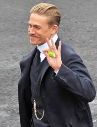 how to get thecharlie hunnam haircut charlie hunnam s moustache and robert pattinson on set of the lost