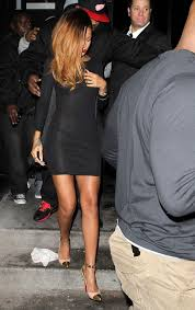 rihanna flashes whole and private parts in wardrobe