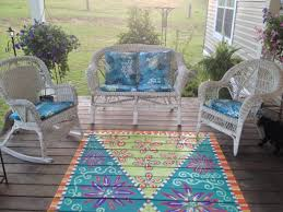 i opted to paint an area rug on the sun deck i simply painted a