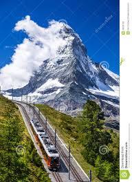 treno cremagliera treno ed il cervino di gornergrat la svizzera fotografia stock
