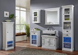 holzmöbel badezimmer badezimmermöbel landhausstil weiß charmant und aus holz