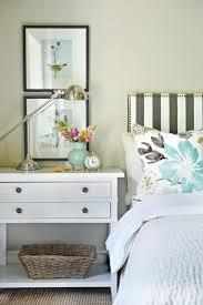 chevet chambre table de chevet 21 idées curieuses pour sa décoration