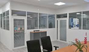 bureau vitre aménager les bureaux avec des cloisons amovibles amge industrie