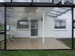 balkon wetterschutz durchsichtiges folienrollo für terrassen als