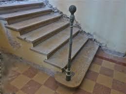 reverbere en fonte escalier en pierre ancien
