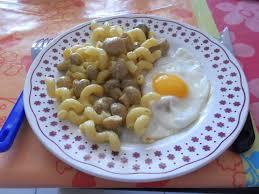 plat facile a cuisiner et rapide recette rapide nouilles aux chignons au curry et oeuf au plat