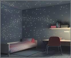 sternenhimmel fã rs schlafzimmer sternenhimmel sternenhimmel an der decke 7 ideen für