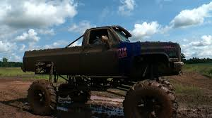 monster trucks videos in mud finding minnesota getting stuck in howie u0027s mud bog wcco cbs