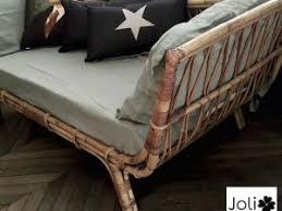tapisser un canapé et voilà le canapé en rotin est prêt à être vendu je vous le