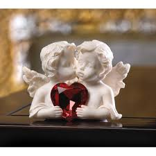 small angel figurines polyresin white kissing garden angel