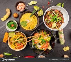 la cuisine asiatique table de la cuisine asiatique avec différents types de nourriture