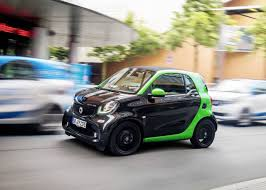 smart car crash smart fortwo electric drive crash tests show the brilliance of its