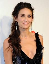 soft hairstyles for women over 50 quick easy soft loose everyday curls demi moore hair style