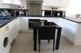 cuisine blanc et noir cuisine blanche noir inox 8 photos smarti26