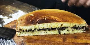 membuat martabak dengan teflon resep cara membuat martabak manis teflon yang simpel legit dan