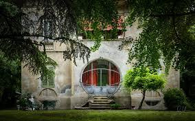 architecture 0522 ferrara art deco house round window art deco