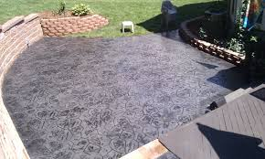 Patio Stone Flooring Ideas by Grey Stone Floor Patio With Green Grass Yard And Round Grey Stone