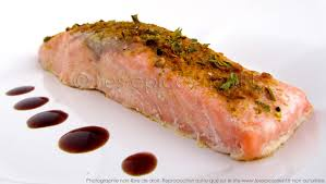 cuisiner pavé de saumon poele pavé de saumon aux épices cuisson à l unilatérale les épices rient