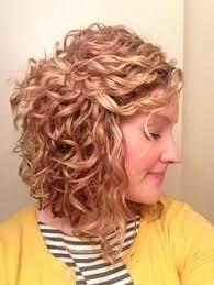 coupe de cheveux fris s 26 coiffures pour cheveux bouclés vous donneront envie d avoir des
