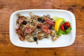 grenouille cuisine cuisine méditerranéenne frite de cuisses de grenouille photo stock