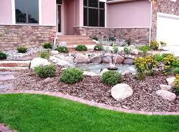 steingarten anlegen wunderschöne blumenbeete mit steinen