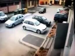 hilarious funny car parking with an unexpected stupid car crash
