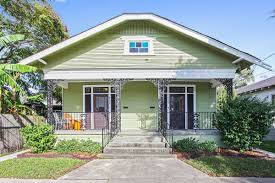 spacious mid city bungalow with two living rooms and garages asks