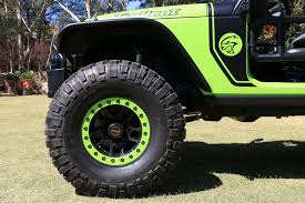 mail jeep custom behind the wheel of the 707 hp jeep trailcat concept