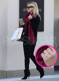reese witherspoon engagement ring pictures of reese witherspoon s engagement ring popsugar
